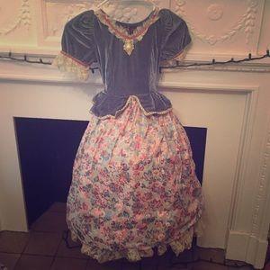 Other - Queen dress Halloween dress up